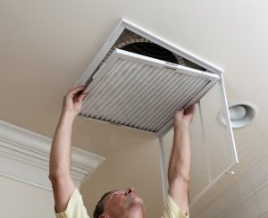technician-hand-vent-ac-filter